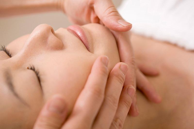 ターンオーバーを正常化させてお肌をつるつるにします